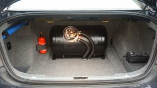 Zbiornik cylindryczny LPG w bagażniku BMW 320i - Bydgoszcz - Fordon - Bora-Komorowskiego 15
